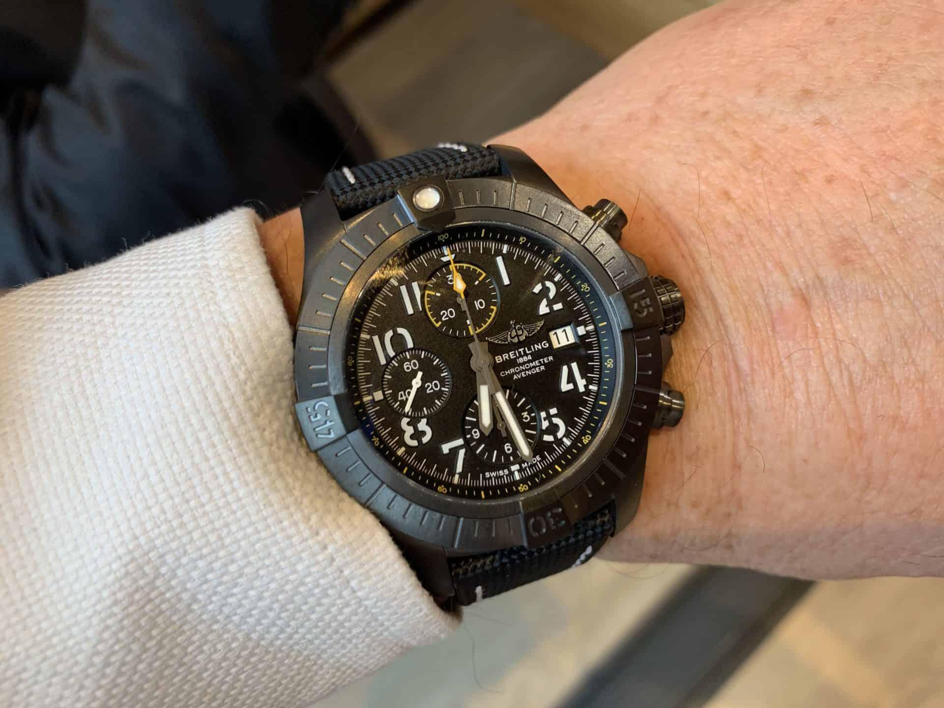 Breitling Avenger Chronograph 45 Titan Foto GLB