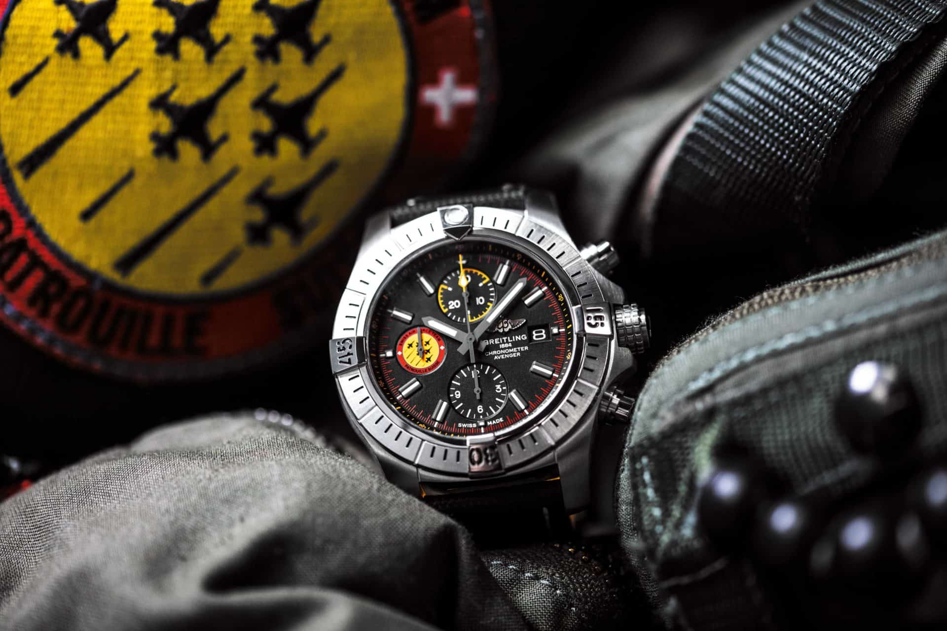 Breitling avenger swiss air force team limited edition 01