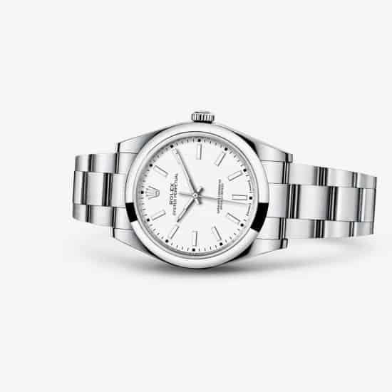 Von diesem Rolex Oyster Perpetual Modell in 39 mm Größe und Stahlgehäuse werden viele Uhren gebaut. Der Preis liegt bei 5.300 Euro und die Uhr ist so dezent wie gesucht.