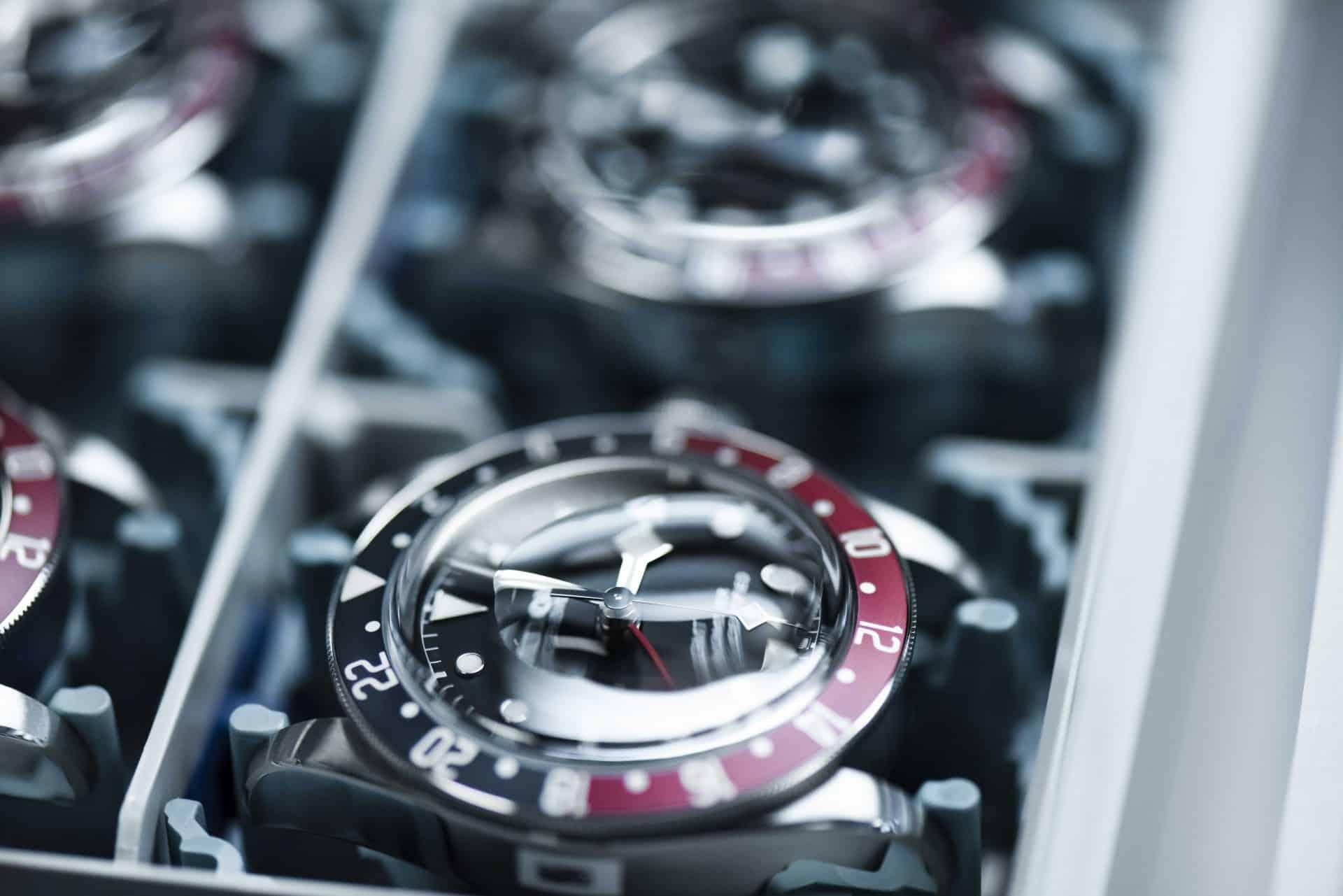 Sieht man einen Wassertropfen ist die Uhr nicht dicht und muss überarbeitet werden