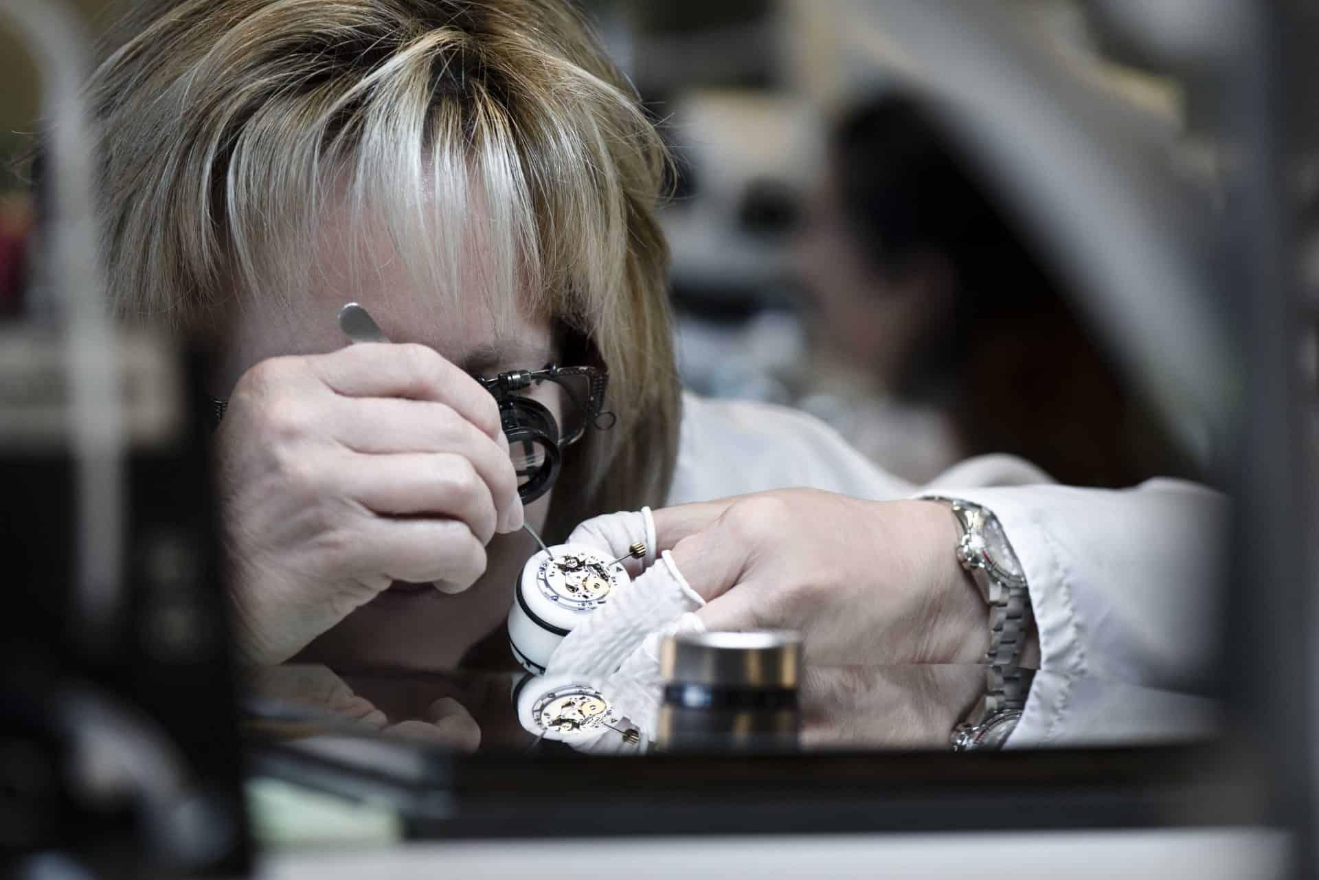 Präzision und Detailversessenheit wird auch für die Herstellung der Tudor Uhren verlangt