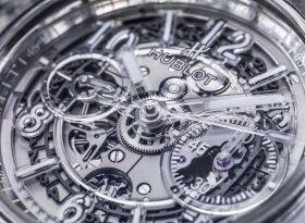 Durchblick: So entsteht ein Saphir-Uhrengehäuse