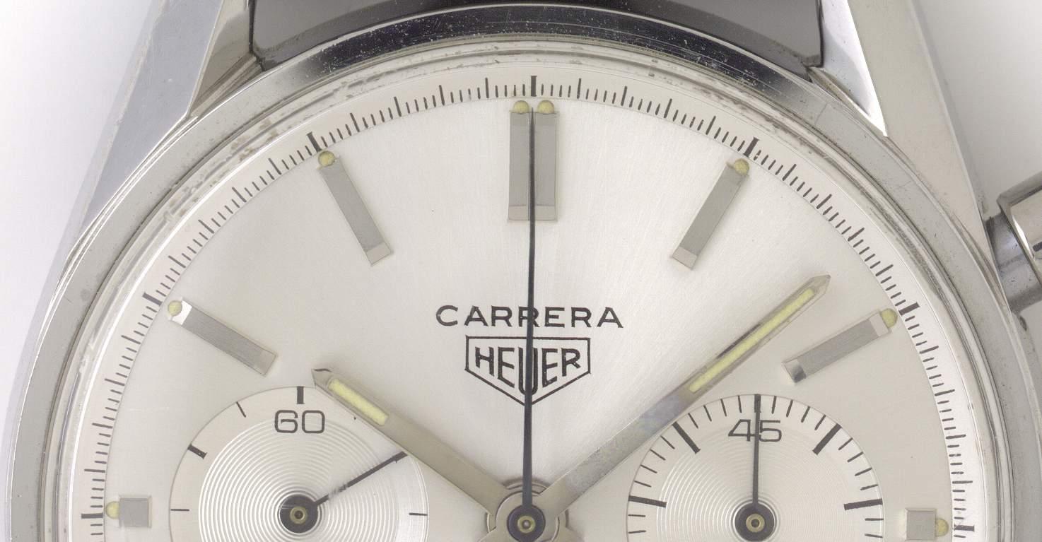 Der Carrera Schriftzug ist prominent platziert