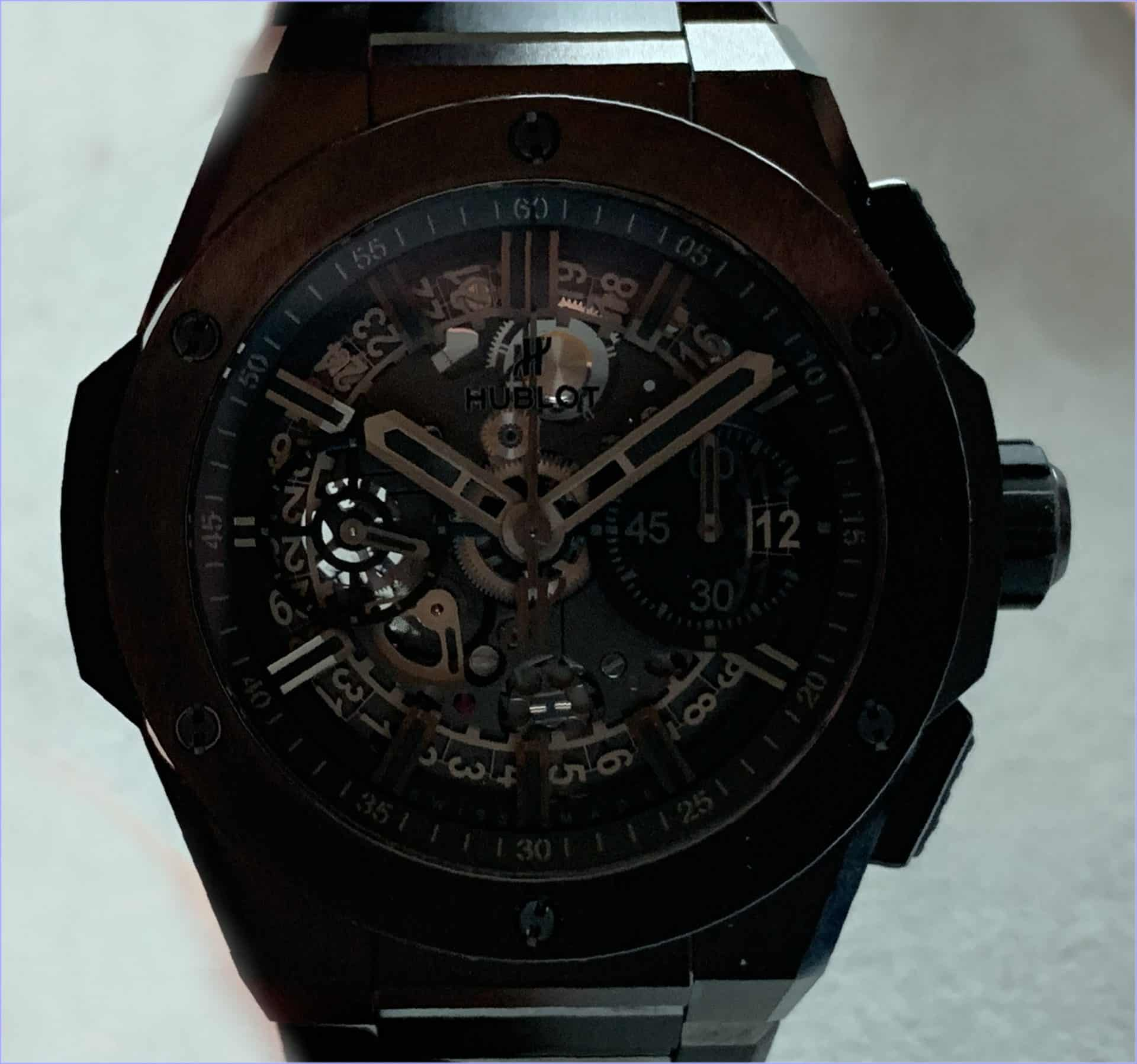 "Der vorderseitige Blick ins Uhrwerk Hublot ""Big Bang Integral All Black"", Referenz 451.CX.1140.CX"