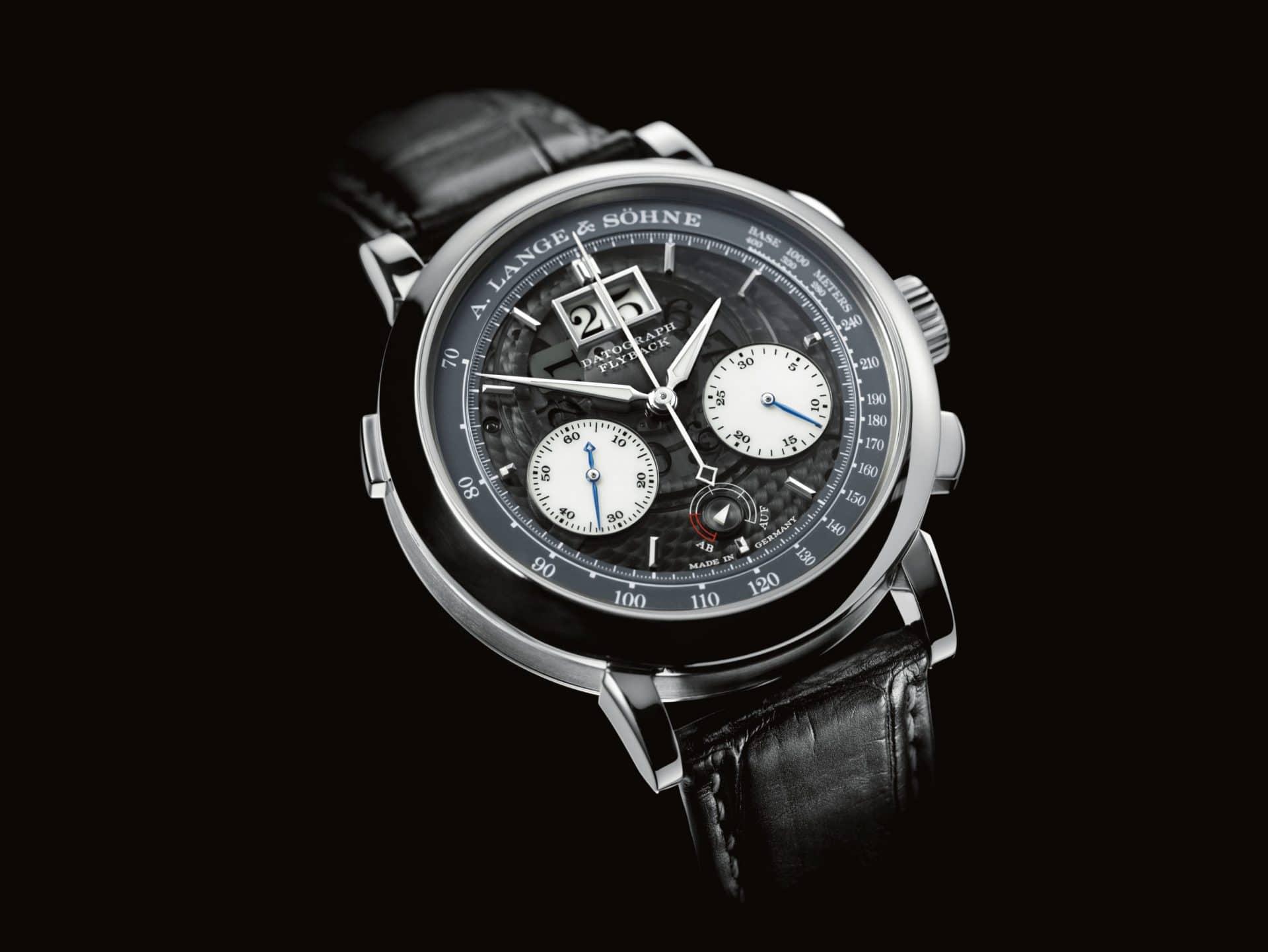 """Die A. Lange & Söhne """"Datograph Auf/Ab Lumen"""" mit Platinschale und luminiszenter Anzeige im Dunkeln sowie halbtransparentem Uhrwerk"""