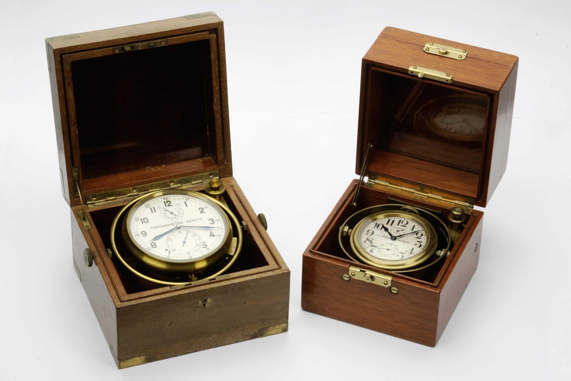 Zwei unterschiedliche Marinechronometer von Zenith