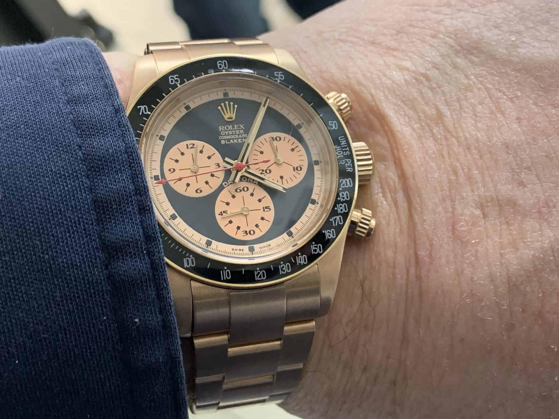 Dieser Besitzer eines Rolex Oyster Perpetual Cosmograph Daytona wünschte sich von Blaken eine satinierte Oberfläche des Everrose-Gehäuses und -Gliederbands. Außerdem bekam die Armbanduhr ein handgemaltes Zifferblatt im Paul-Newman-Stil.