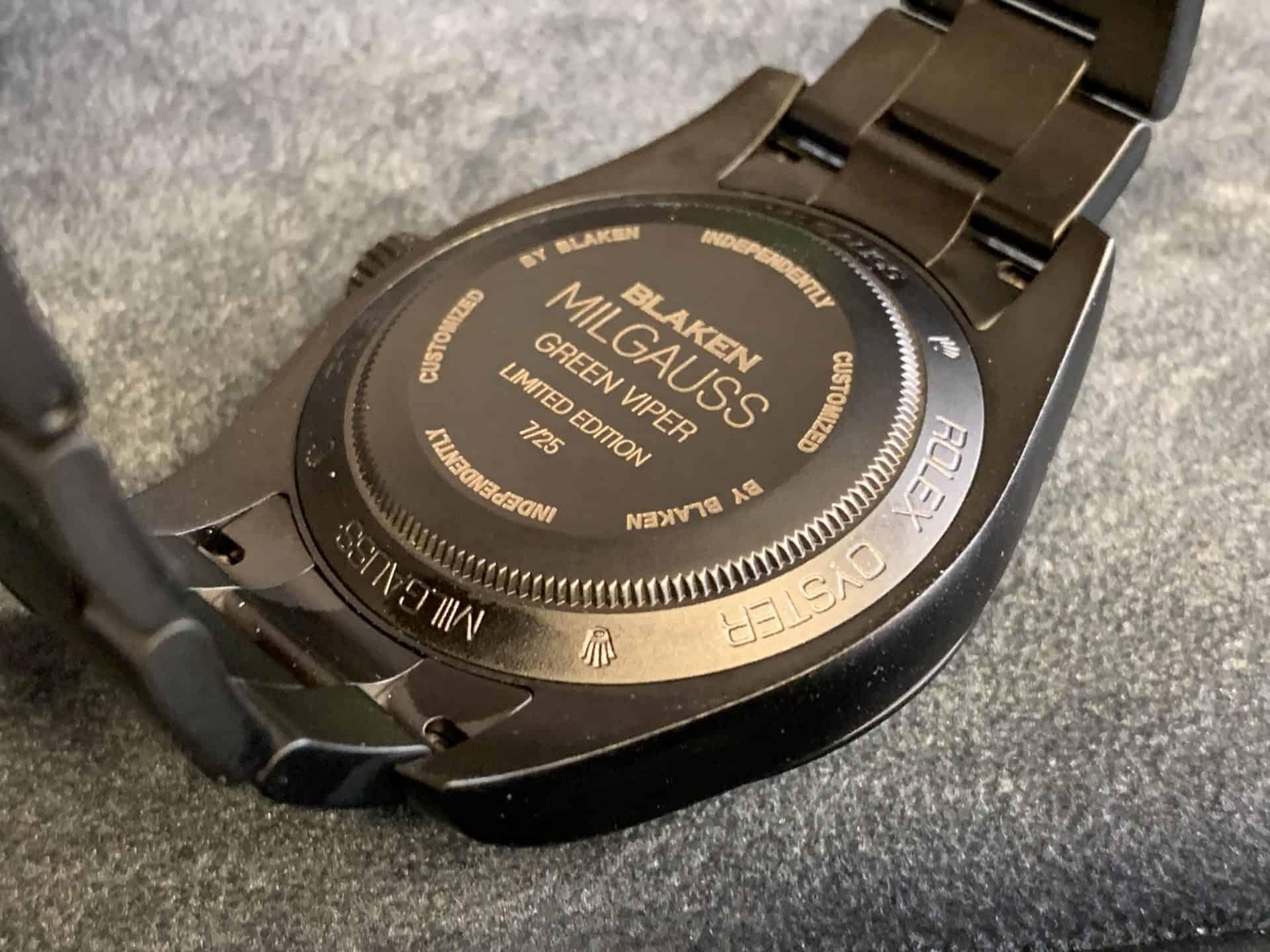 Der gravierte Boden der von Blaken getunten Rolex Oyster Perpetual Milgauss schafft Klarheit