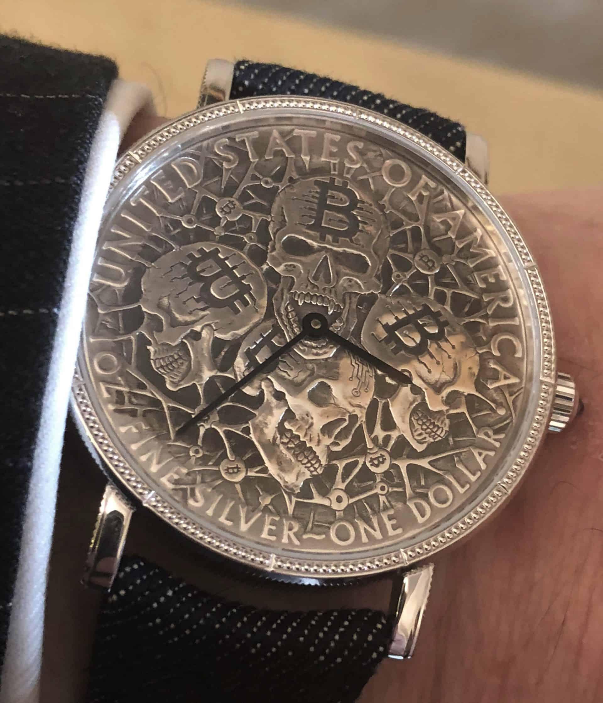 Eine zeitlose Silberform der Münze ist der Ausgangspunkt der Corum Coin Fine Silver One Dollar Silberuhr von Matt Barnes