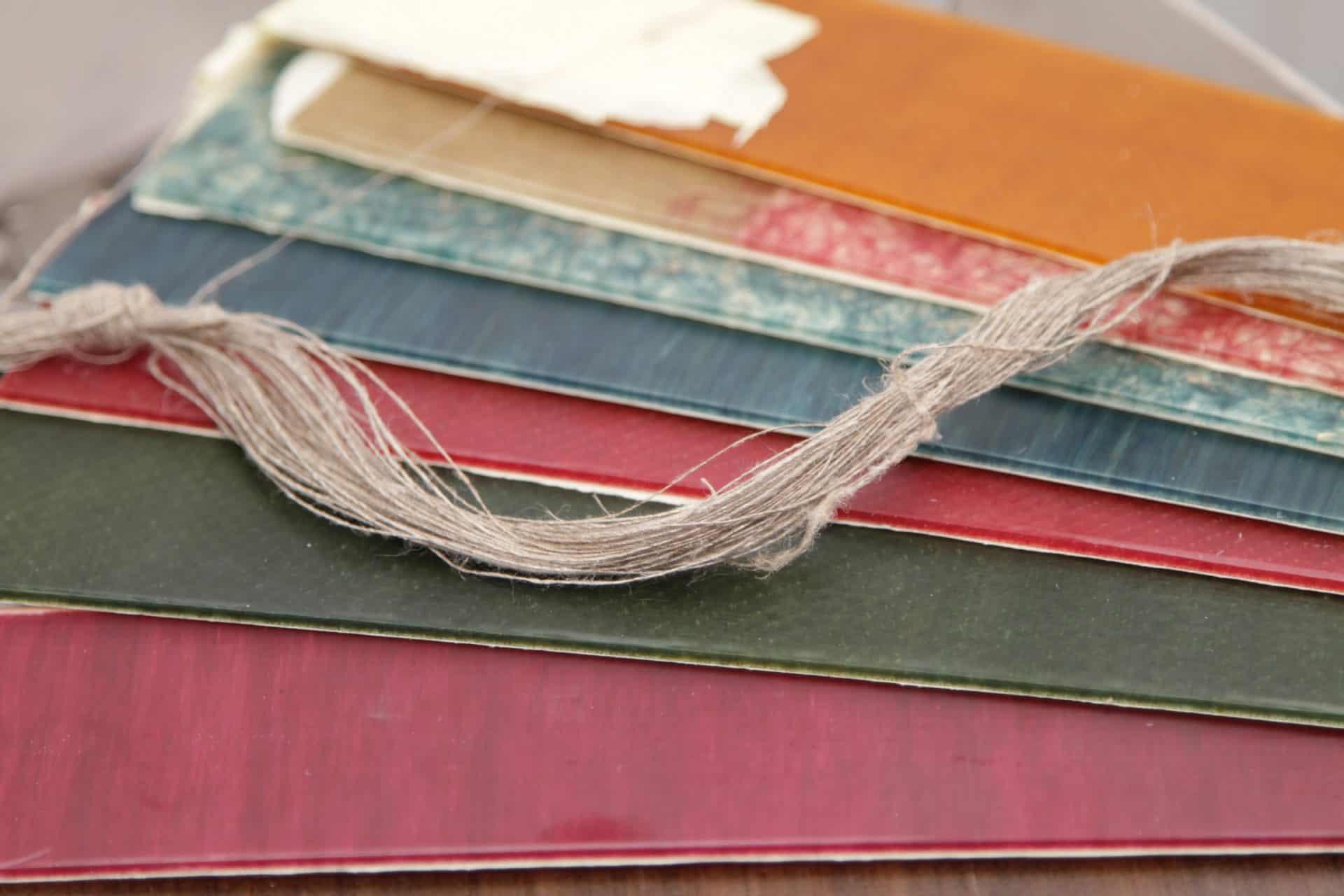 Leinen lässt sich als Naturstoff in alle möglichen Farben einfärben