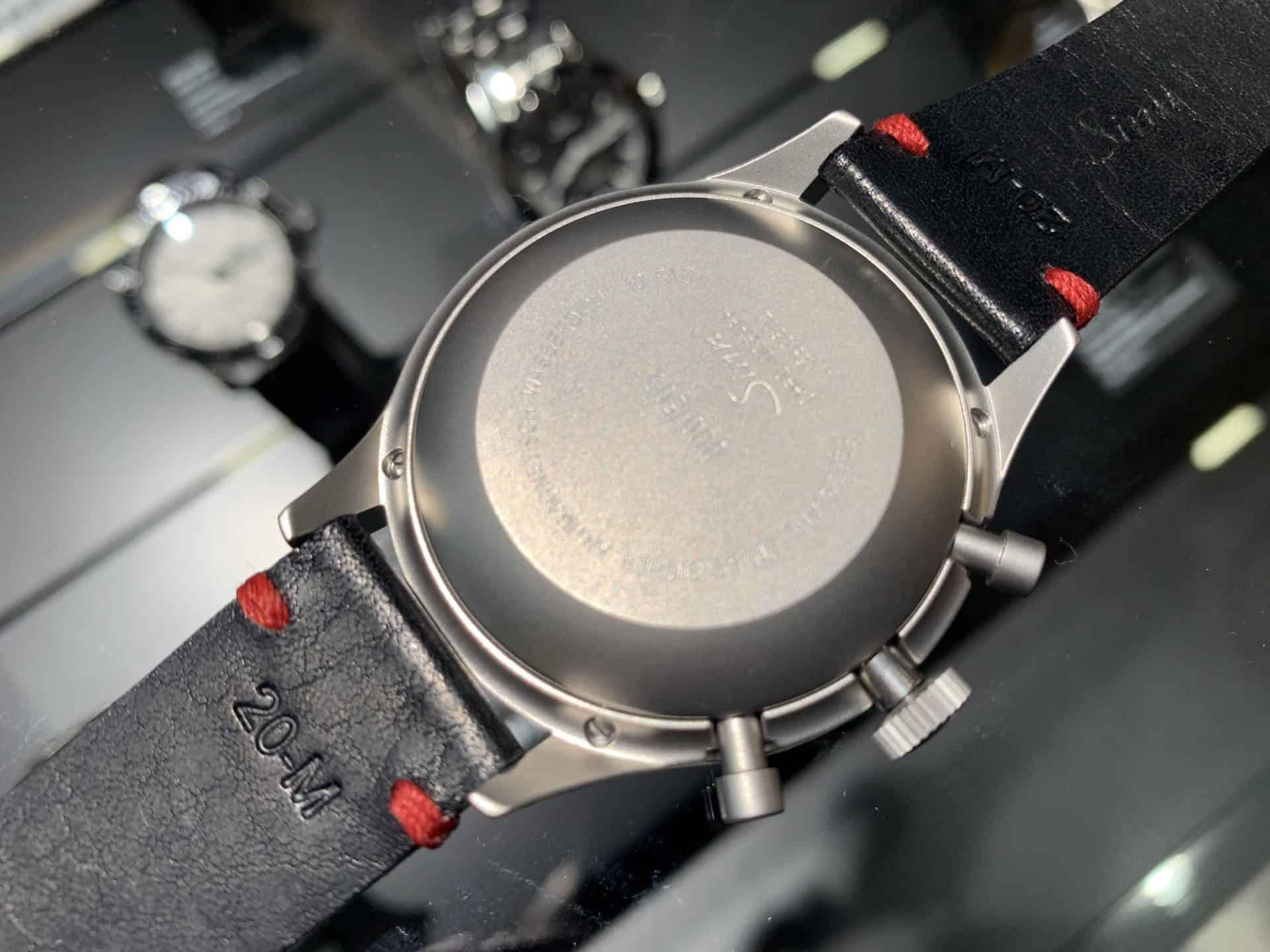 Ein schöner Rücken kann auch entzücken: Der Gehäuseboden des Sinn Spezialuhren Chronograph Modell 158