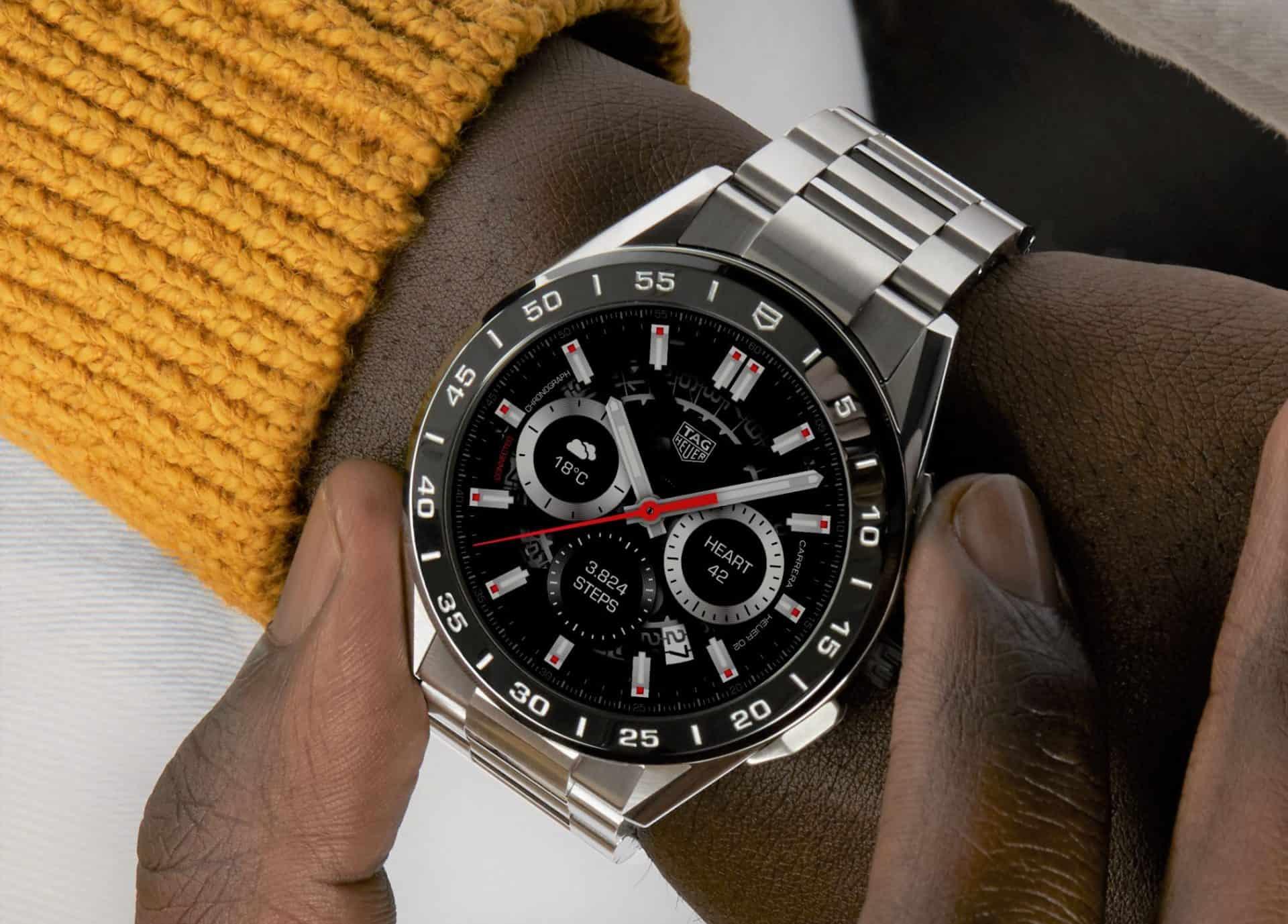 Metallarmband und TAG Heuer Zifferblatt werten die neue Connected Smartwatch auf