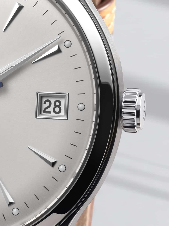 Die Detailaufnahme der Jaeger Master Control zeigt die feine und präzise Arbeit der Uhrmacher