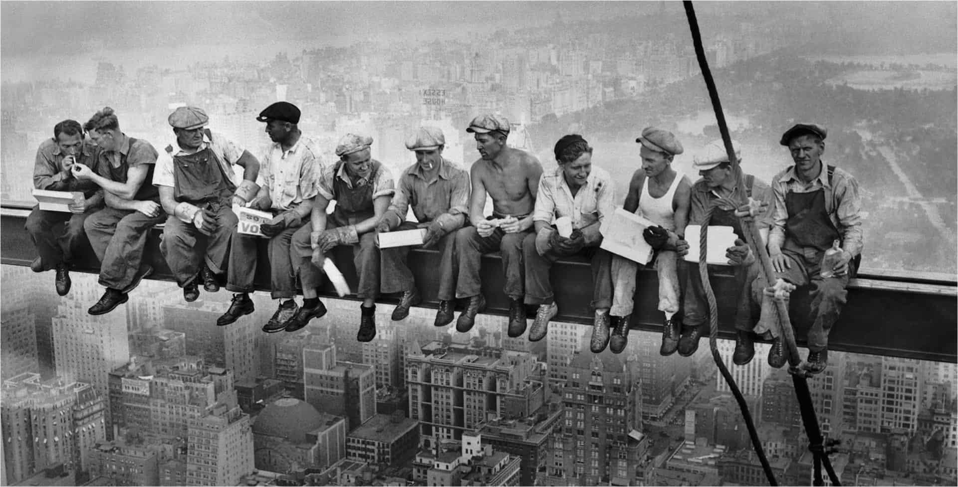 Iron Walker beim Bau eines Wolkenkratzer und Pause in luftiger Höhe Foto public domain