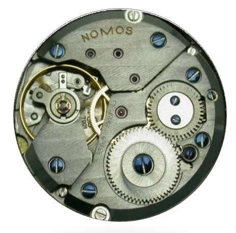 Im Normalfall reichen 100 Bauteile - hier das Handaufzugskaliber Peseux/Eta 7001 in der Version Nomos von 1992