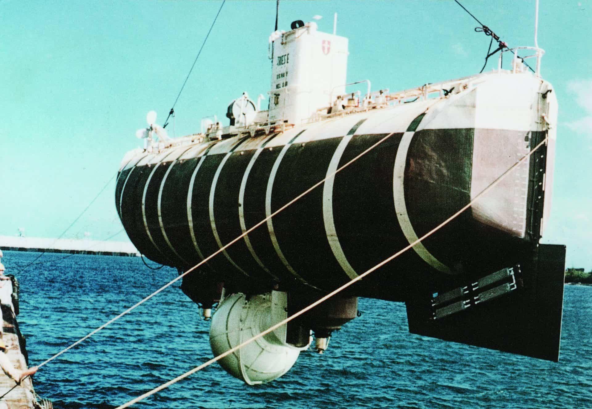 Eine am 23. Januar 1960 an der Außenhaut des Bathyscaphe Trieste angebrachte Rolex tauchte unbeschadet 10.916 Meter tief.