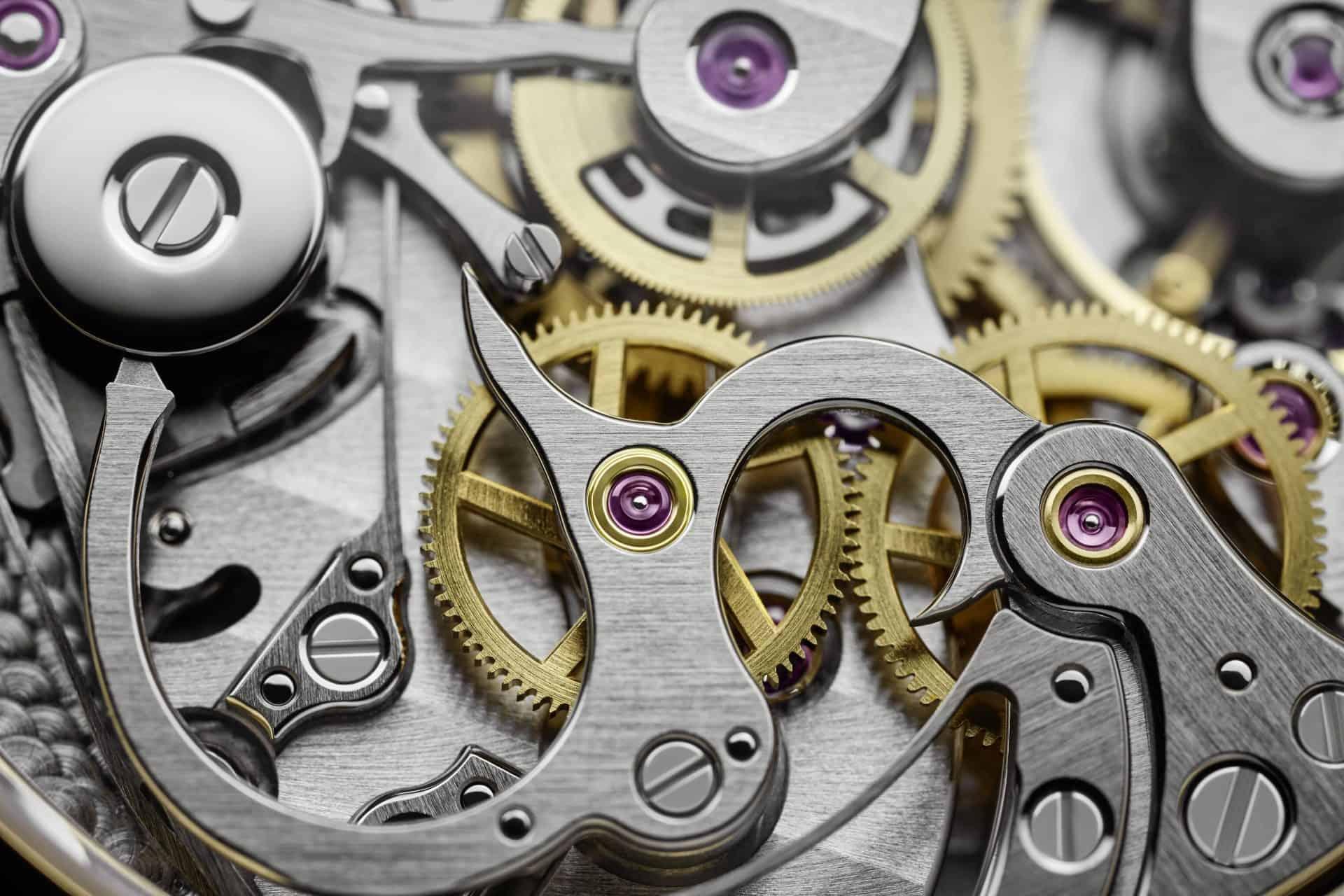 Die Eingriffstiefe der Kupplungs-Zahnräder des Kalibers CH 29-535 PS wird mit der Expenter-Kappe auf dem Schaltrad reguliert