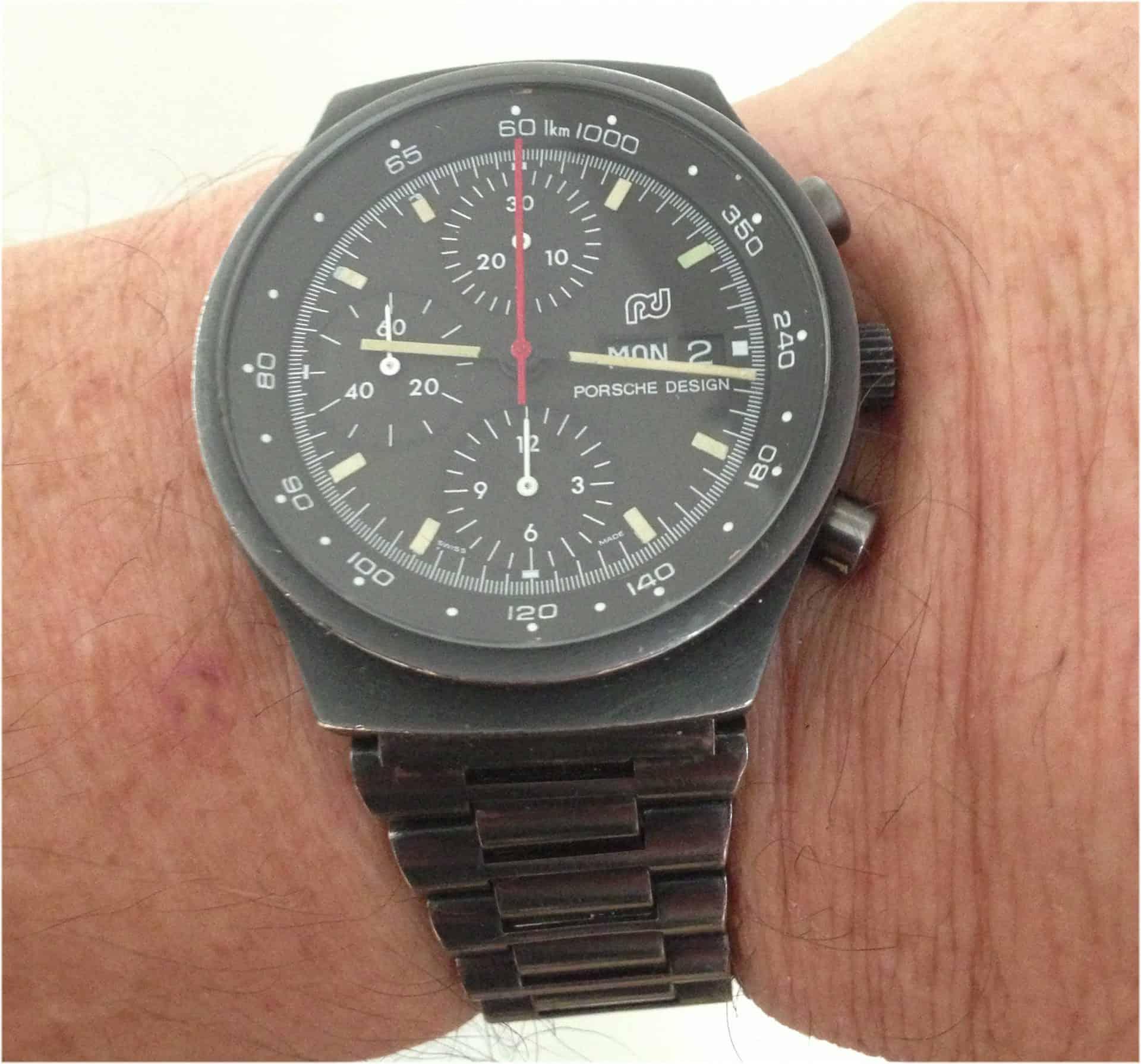 PVD schwarz beschichtet und entsprechend mit mit Abrieb - der 1972 von F. A. Porsche gestaltete Armbandchronograph