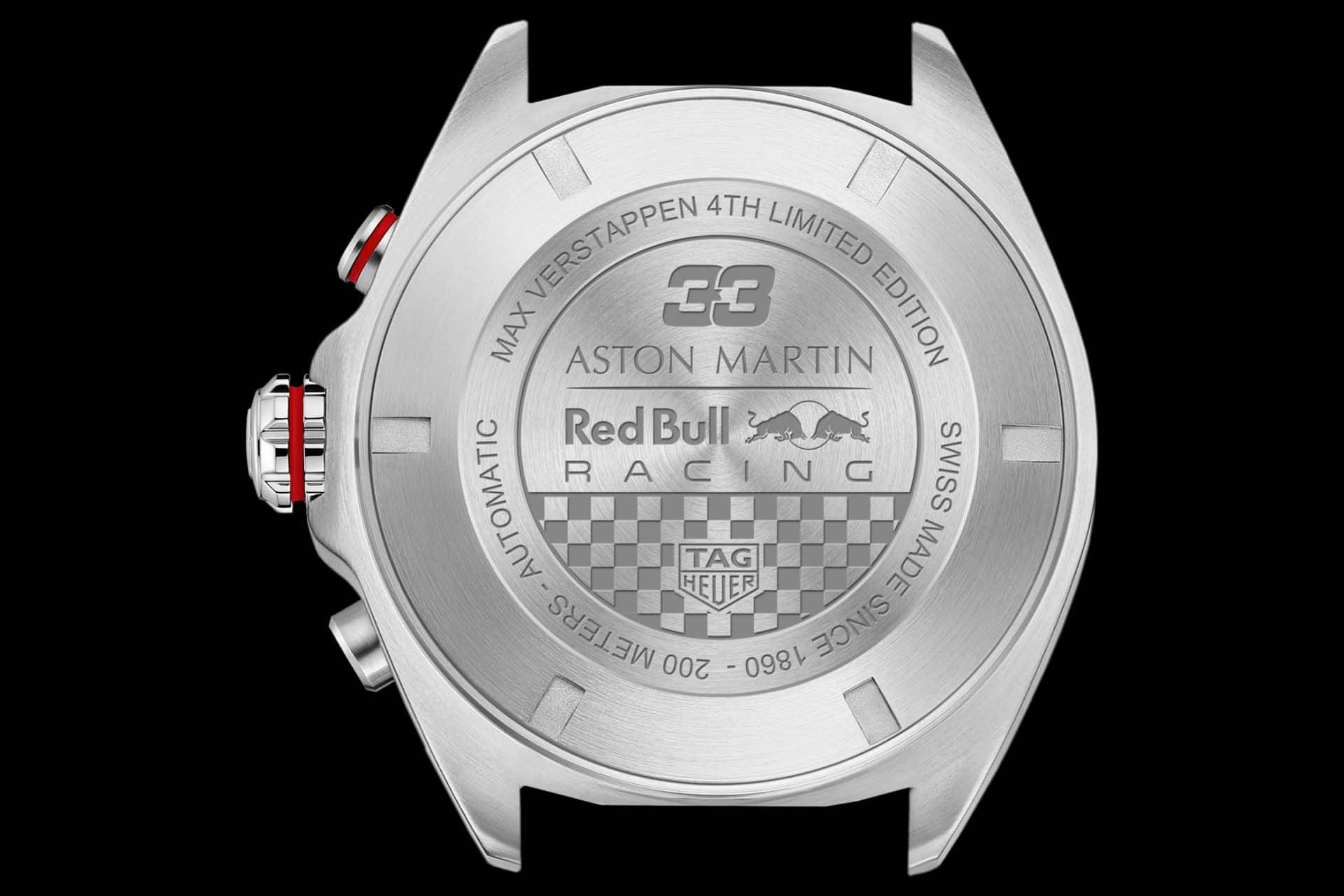 Der gravierte Stahlboden mit dem Hinweis auf die Max Verstappen TAG Heuer Edition Edition und das Aston Martin Red Bull Racing Team