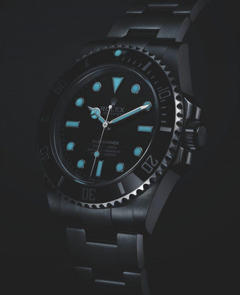Rolex Chromalight einer Oyster Perpetual Submariner Referenz 124060 bei Leuchtzeiger und Leuchtindexe