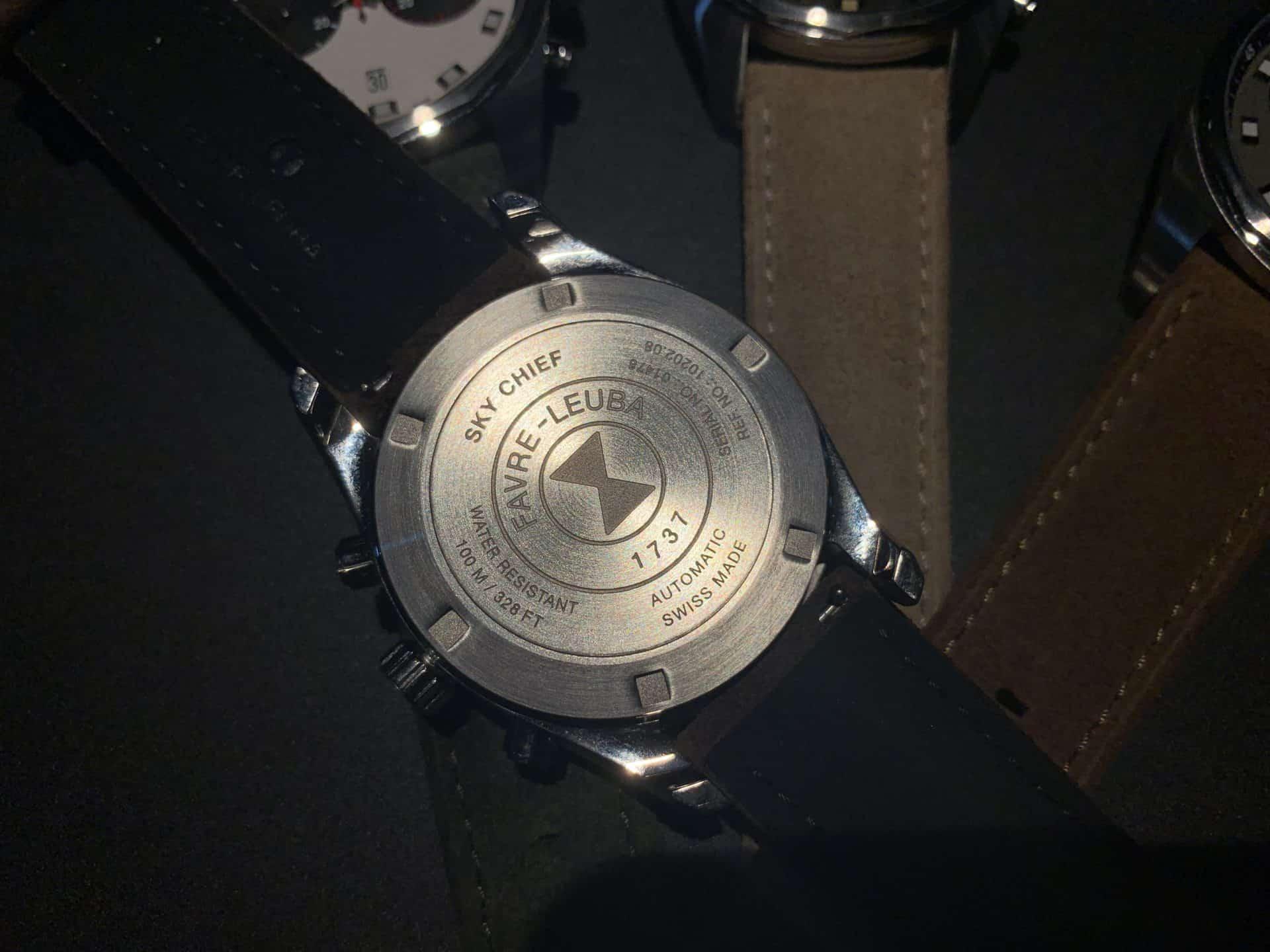 Rückseite der Favre-Leuba Chronograph mit dem erkennbaren Dorn zum schnellen Bandwechsel