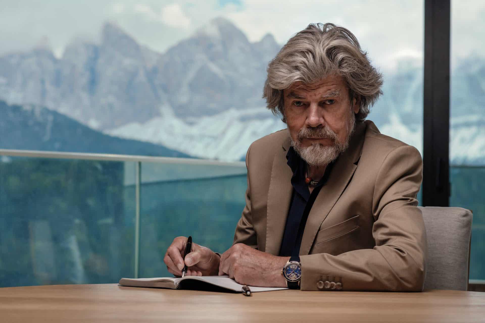 Der Bergsteiger und Buchautor Messner mit der Montblanc 1858 Geosphere Reinhold Messner LE 262 Ref. 126361 07