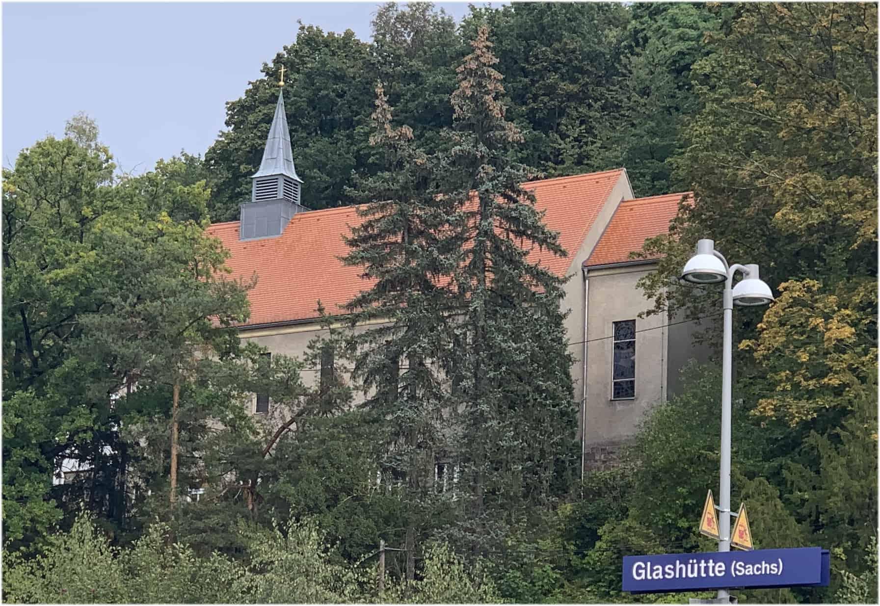 Das Nomos Forum in der ehemaligen katholischen Kirche in Glashütte