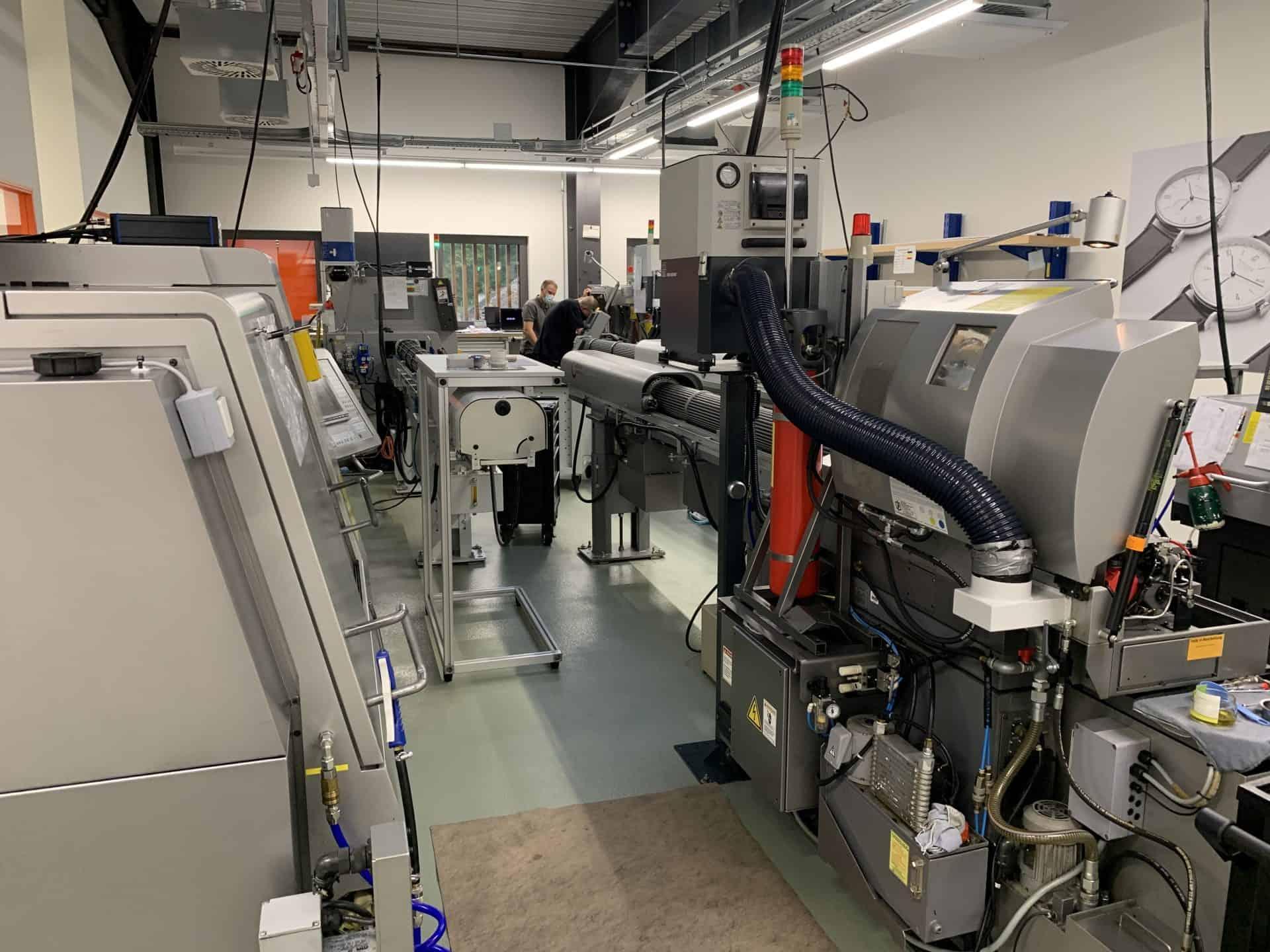 Langdrehmaschinen in der Nomos Glashütte Manufaktur