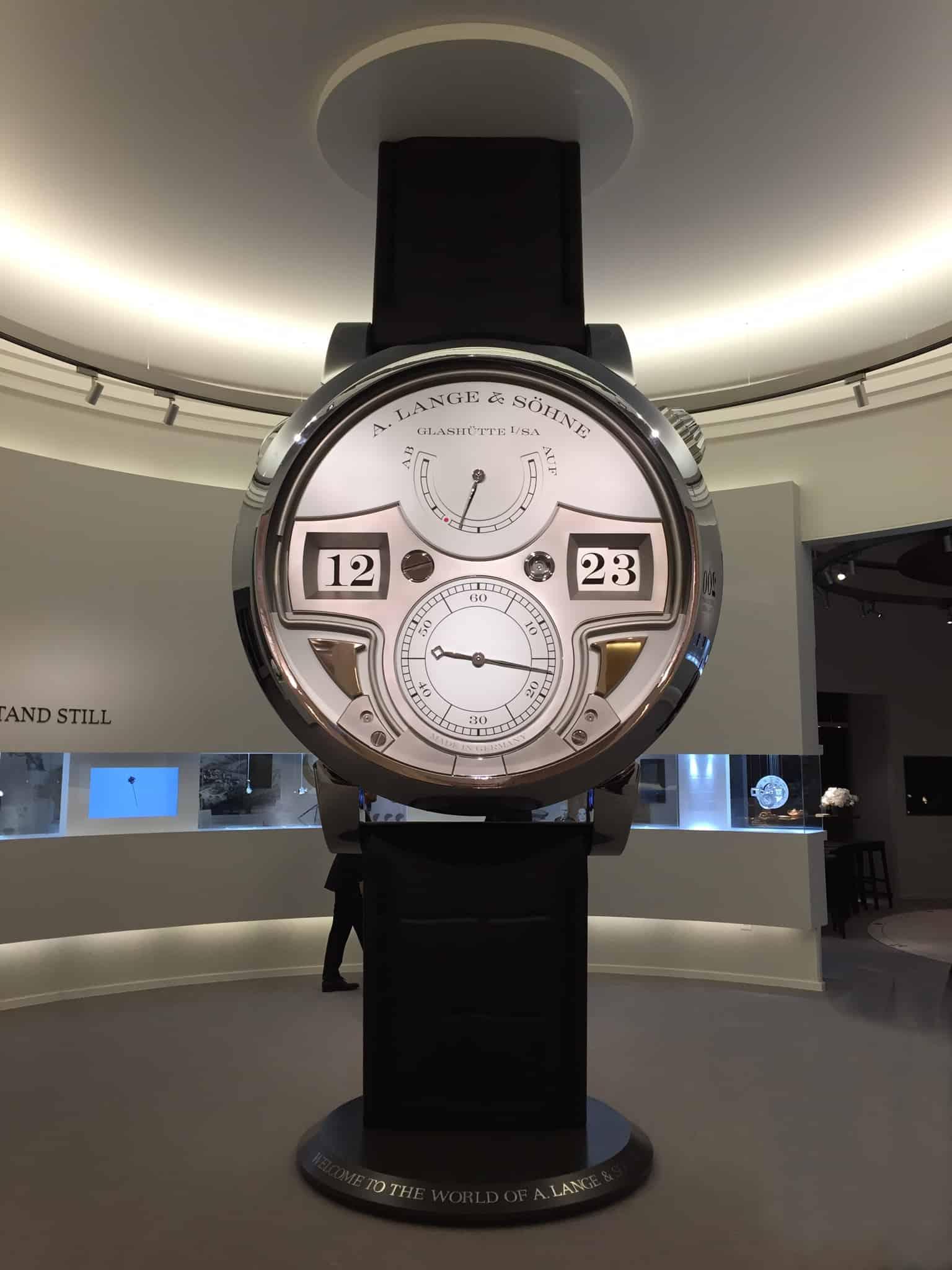 Zeitwerk-Minutenrepetition im Großformat am SIHH-Messestand von A. Lange & Söhne im Jahr 2015