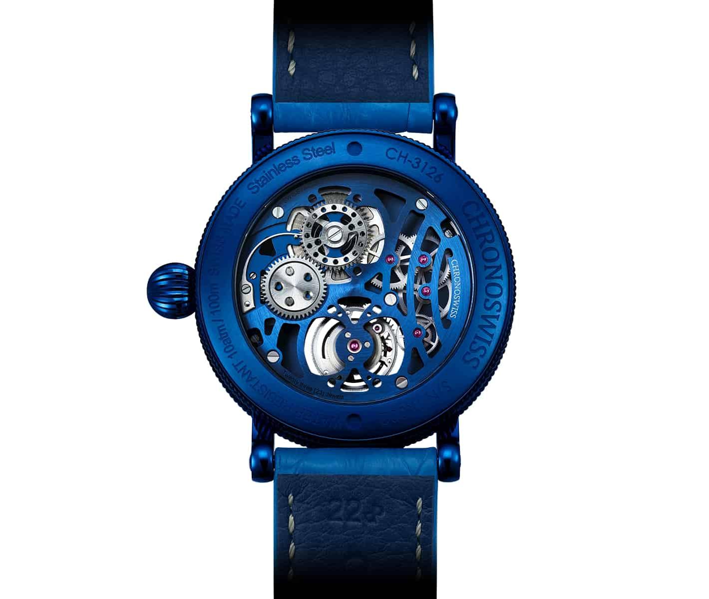 Das ebenfalls blaugehaltene Uhrwerk der Chronoswiss Regulateur Tourbillon Electric Blue