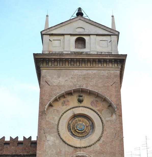 Die Turmuhr zu Mantua auf der Piazza Erbe von 1473
