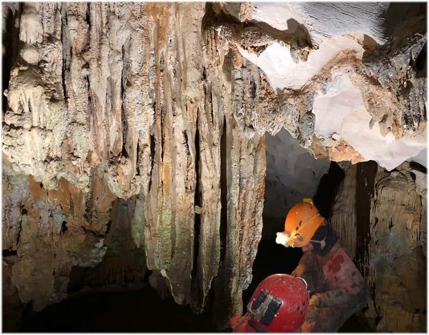 Höhlenforscher schätzen die 24 Stundenanzeige