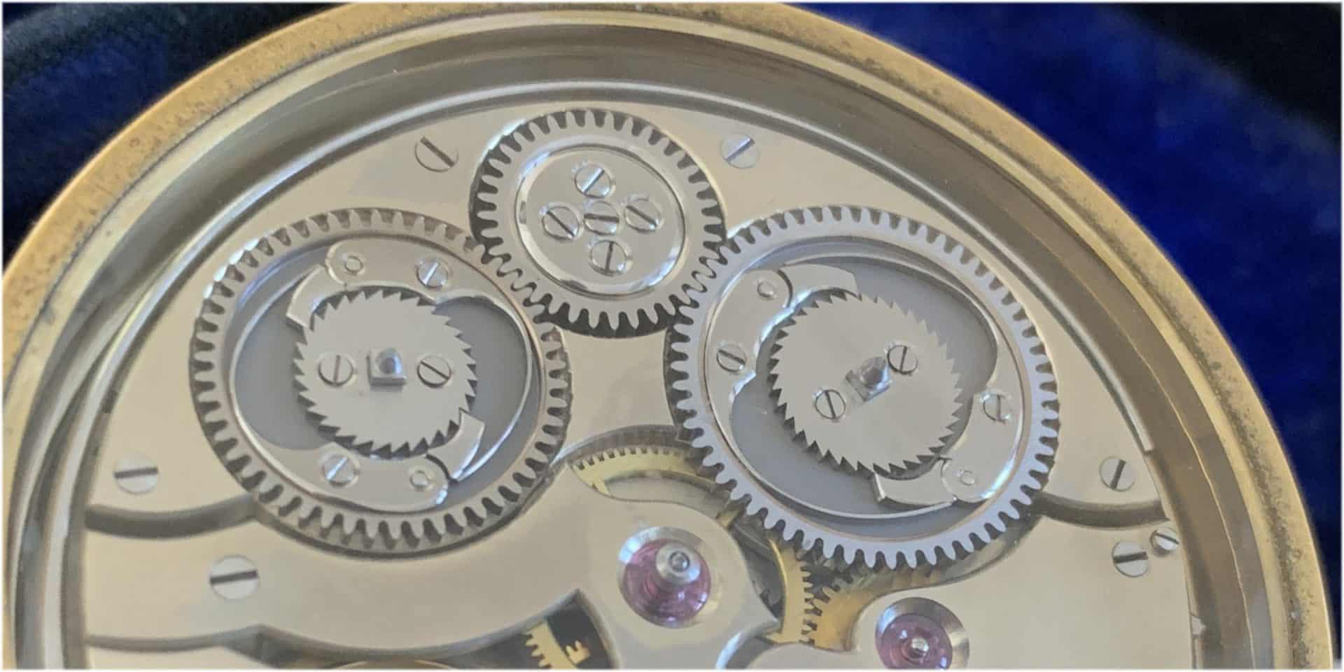 Uhren mit Selbstschlag benötigen zwei Federhäuser. Eines für das Geh-, das andere fürs das Schlagwerk.