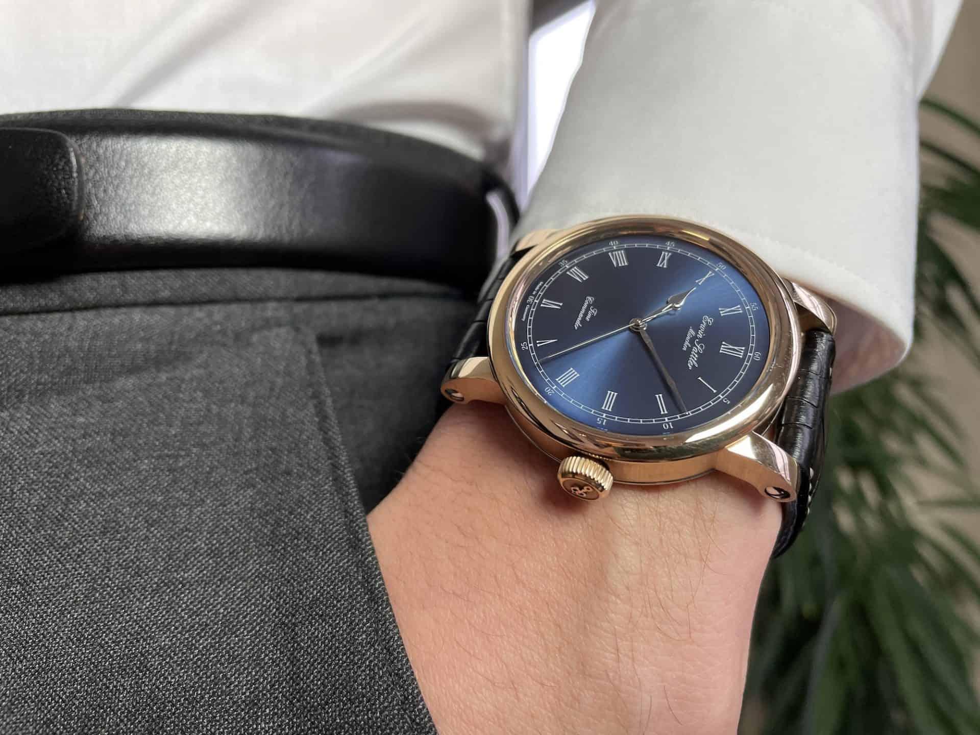 Bronze Uhr am Handgelenk: Erwin Sattler Time Commander Bronze III