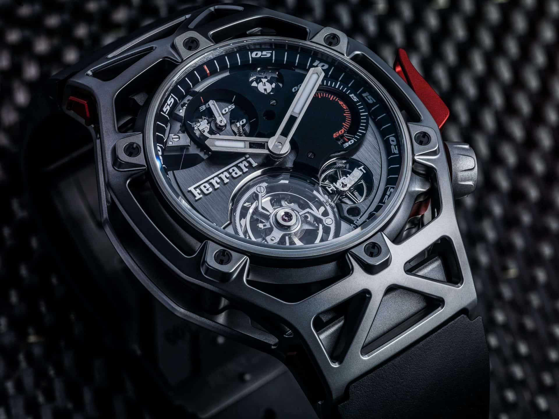 Die markante Gehäuseform der Hublot Techframe Ferrari 70 Years Tourbillon Chronograph