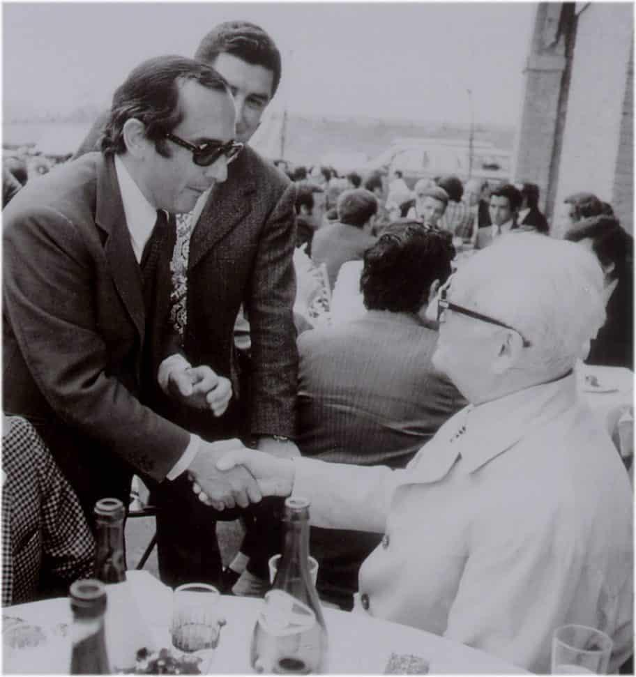Jack W. Heuer bei der Begrüßung von Enzo Ferrari