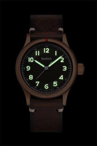 Hanhart Pioneer One Bronze Uhr mit SuperLumiNova Leuchtzifferblatt