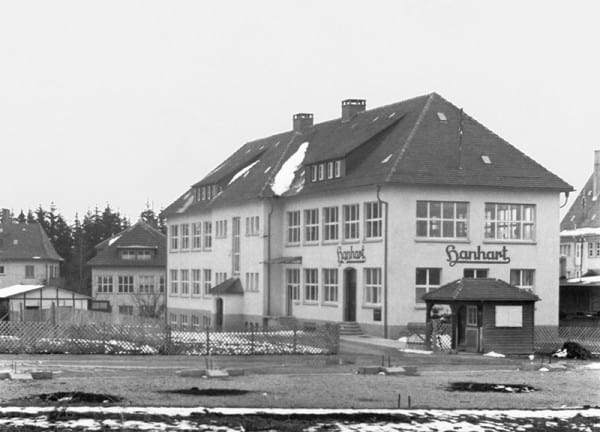 Verwaltungs- und Fabrikationsgebäude von Adolf Hanhart in Schwenningen am Neckar. Bild aus dem Jahr 1921