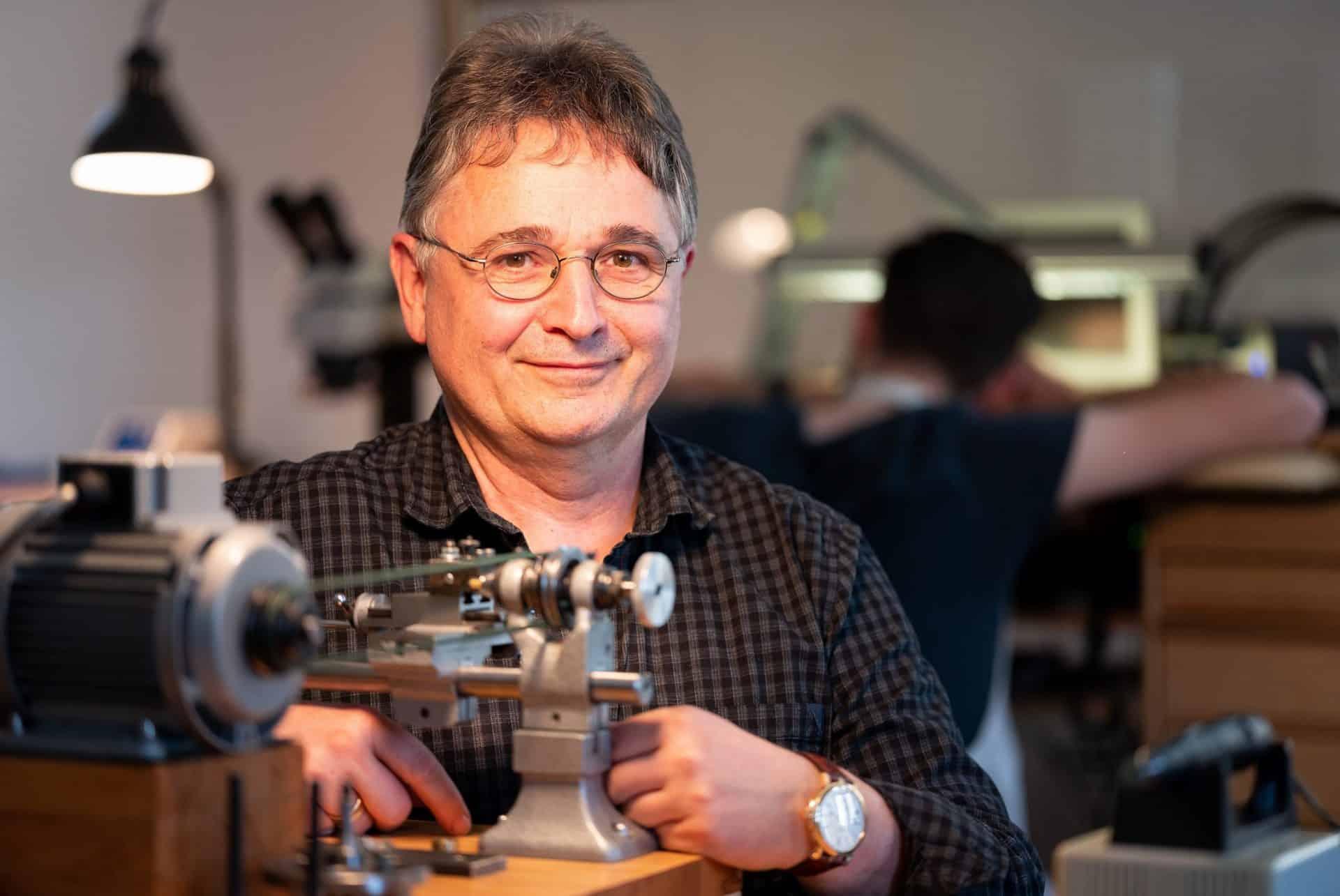 Jens Schneider ist der Spiritus Rector der Uhrmacher bei Lang & Heyne Dresden