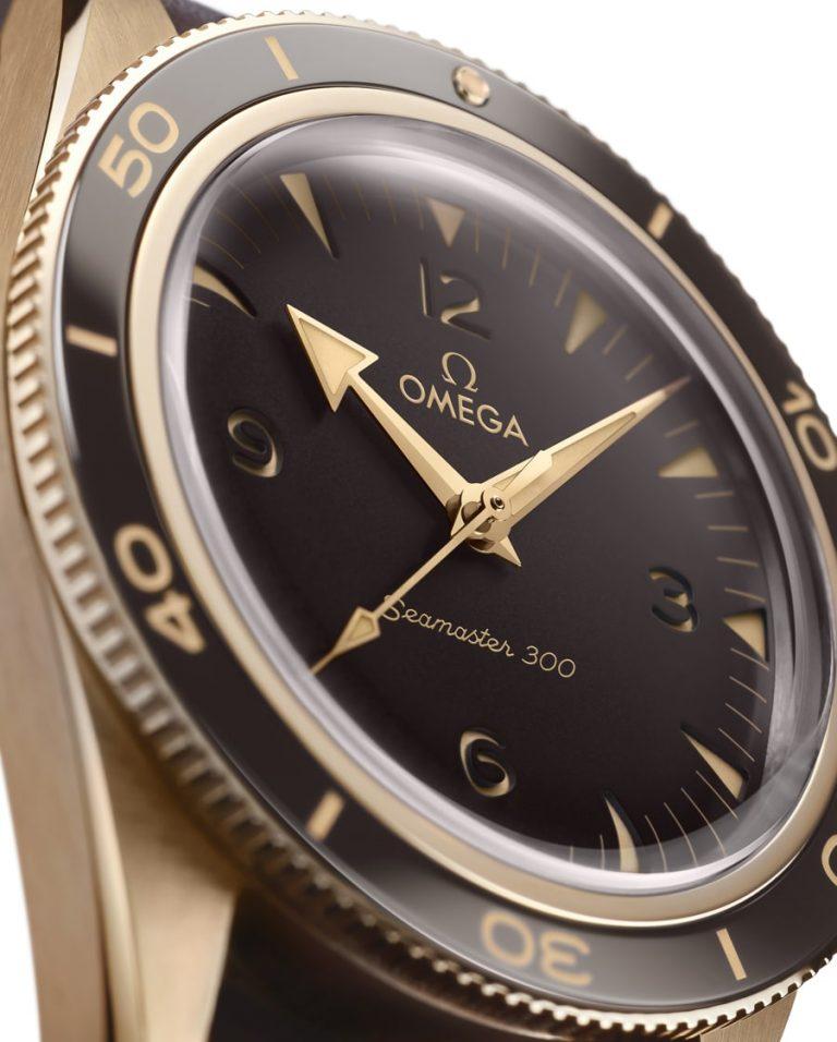 Omega Seamaster 300 Bronze Gold Zifferblatt im Detail