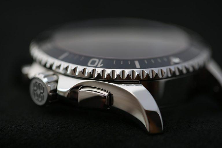 Roventa Henex hergestellter Chronograph