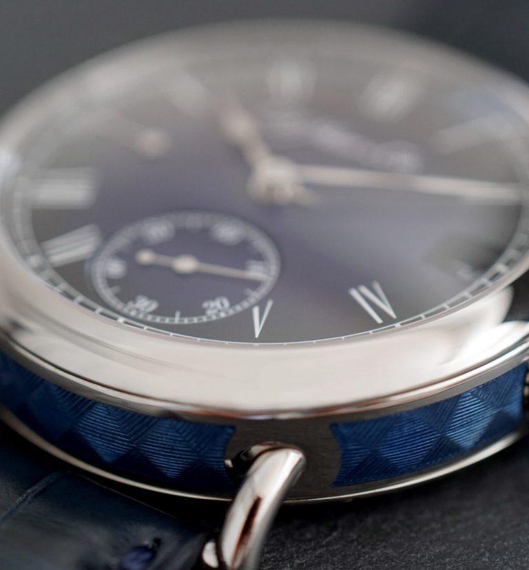 Seitlicher Dekor Moser Cie Heritage Perpetual Calendar Midnight Blue Enamel