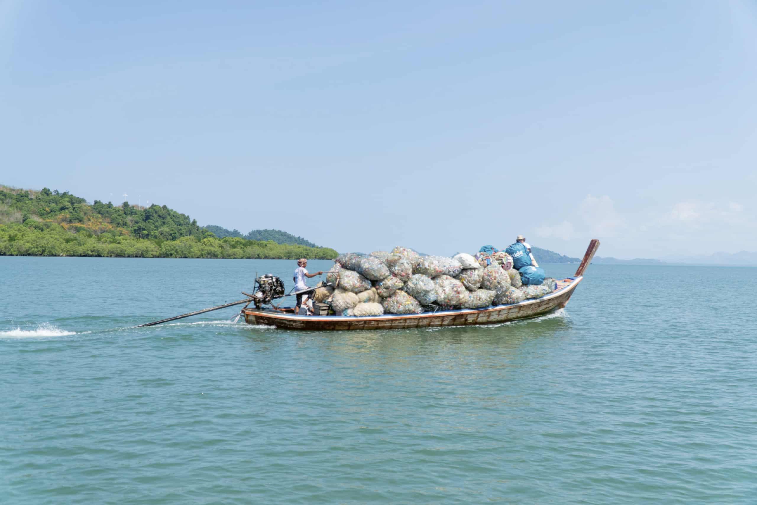 In Asien wird Müll inzwischen in einigen Ländern gesammelt. Diese Arbeit schafft auch Arbeitsplätze.