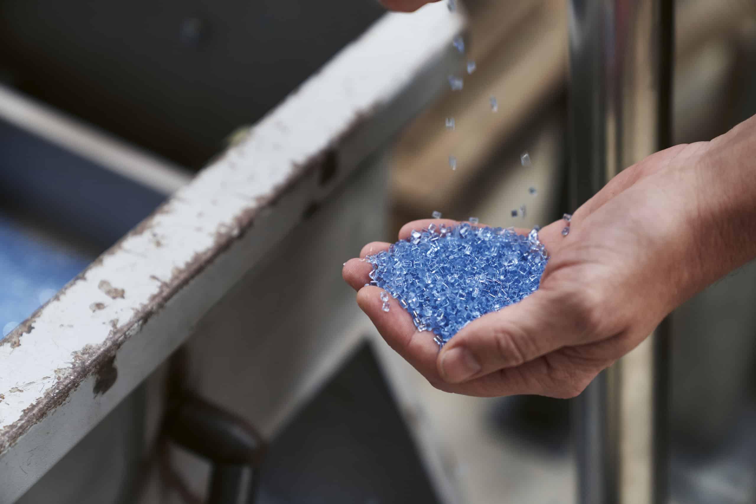 Geschreddertes Plastik aus dem Meer ist der Grundstoff der Zifferblätter
