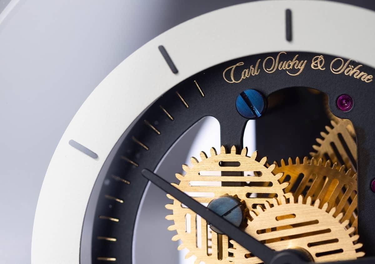 Uhrwerkdetail der Suchy Tischuhr