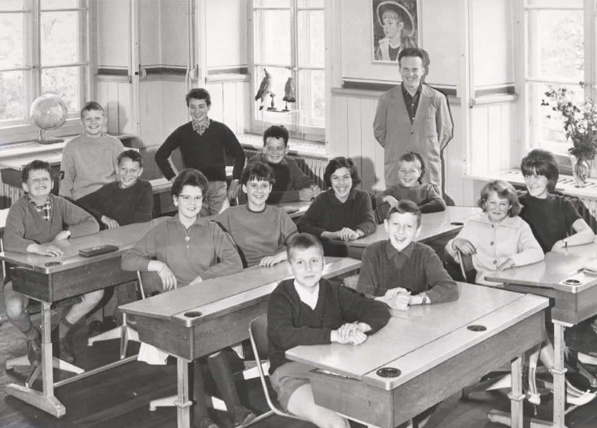 Schulklasse vorne Michel Parmigiani
