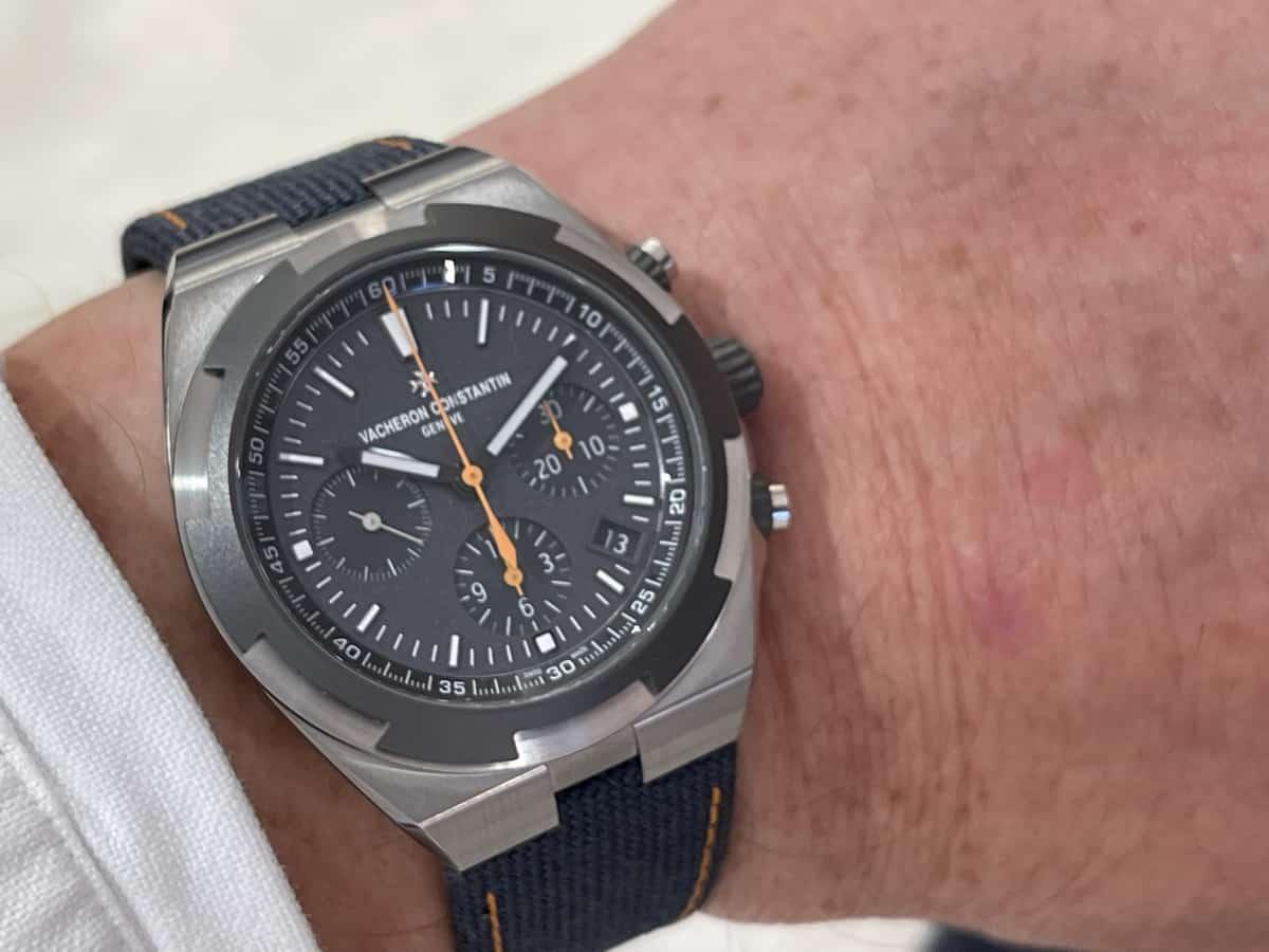 Am Arm getragen: Die Vacheron Constantin Overseas Chronograph Everest Referenz 5510V000T-B923 (C) GLB